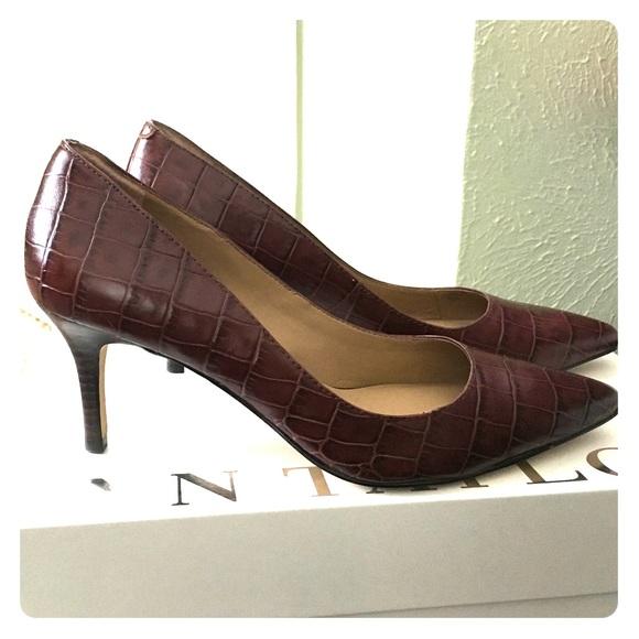 """9f2435611ae Ann Taylor Shoes - Women s Ann Taylor """"Eryn"""" Crocco Kitten Heels Sz 5"""