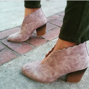 🆕//The Roxanne// Taupe distressed ankle bootie