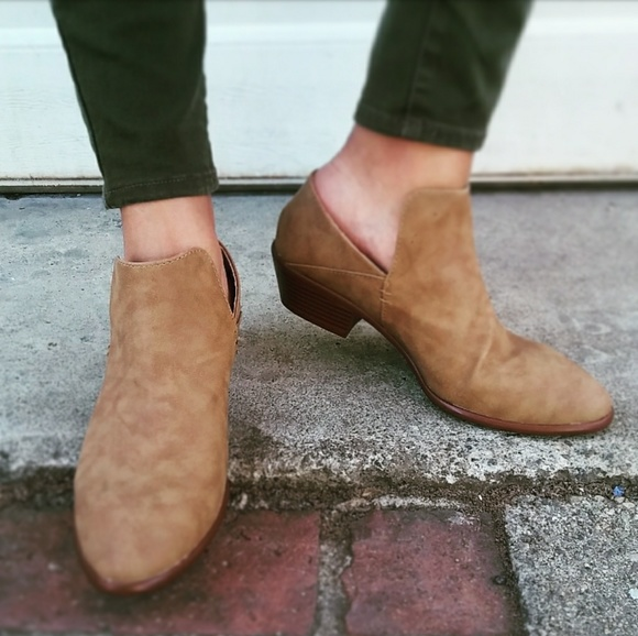 Shoes - 🆕//The Rori// Camel ankle bootie