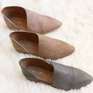Shoes - Adorable leather slip on flats
