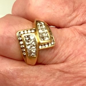 Jewelry - Diamond/14k yellow gold pass by ring.  Vintage.