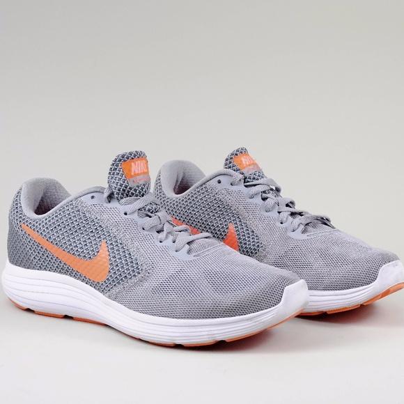 Nike Revolution 3 Sneaker Grey/coral in women