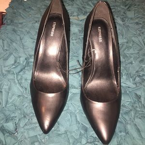 EXPRESS Pointed black pumps