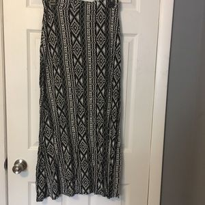 Black and white Charlotte Russe maxi skirt.