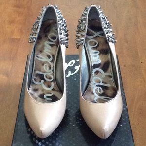 NUDE SPIKED SAM EDELMAN PUMPS