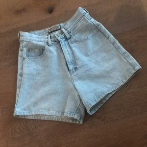 Vintage high waist shorts!!