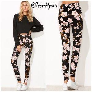 Pants - ♣️TRENDY Black ♣️floral print leggings