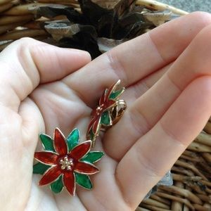Vintage Jewelry - Christmas Red Poinsettia Vintage Clip On Earrings
