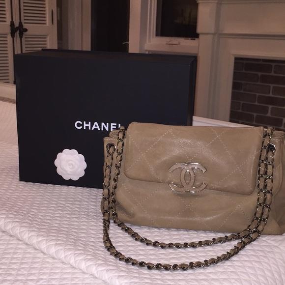 de614c6d53e1a2 CHANEL Handbags - CHANEL Calfskin Hampton Accordion Bag - Beige