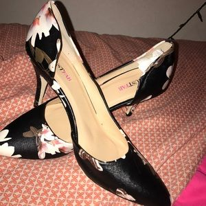 Just Fab size 9.5 Floral Print Shoes Never worn.