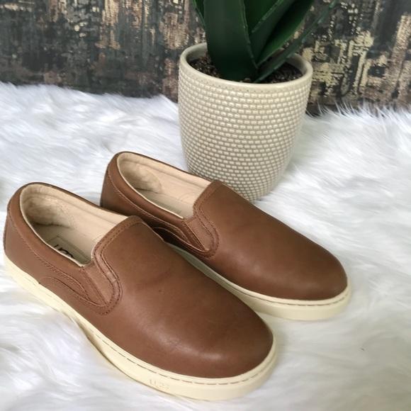24556ddd9e3 🎄🎁🆕✨UGG Fierce Leather Sneaker in Chestnut ✨👟