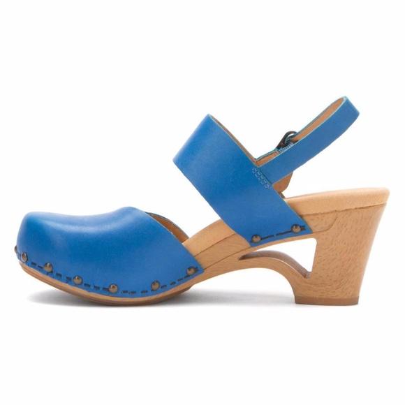 Dansko Shoes - Dansko Thea Sky Blue vgc Cut Out Heel clogs