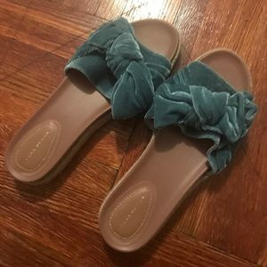 Zara sandals fits size 10-11.Barely worn