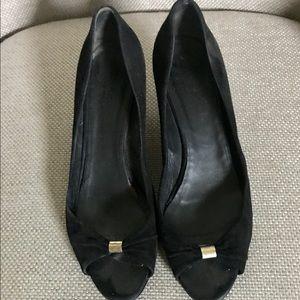 GUCCI 8 black suede heels peep toe GUC shoes