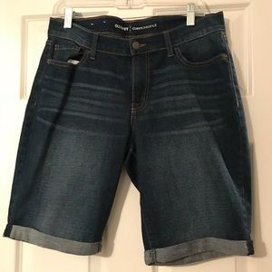 Old navy size 8 Bermuda shorts