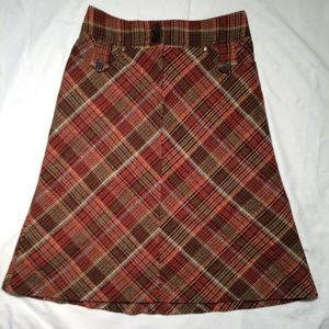 H&M plaid skirt with pockets! below knee length