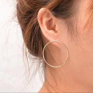 Gold geometric minimalist circle earrings ⭕️