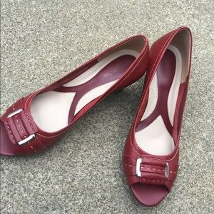 Women's Naturalizer Red Leather Peek Toe Wedges 8M