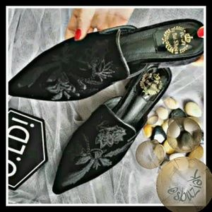 Shoes - Floral Embroidered Velvet Flats 🖤 Mules🖤Loafers