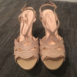 Seychelles Size 7.5 Nude Wedges