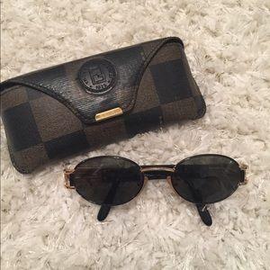 ☀️ Authentic Fendi sunglasses & case ☀️