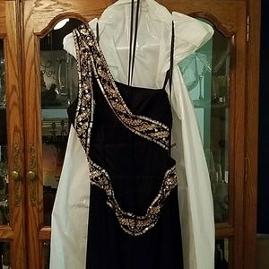 Beautiful 1 shoulder gown w/sequins, like new!