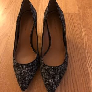 Banana Republic classic tweed pump heel