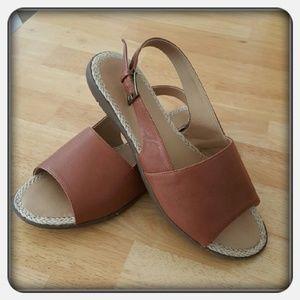 Woman's Cognac Sandals Size 10M