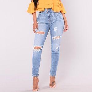 Fashion Nova Bit Off Jeans - Light 👖