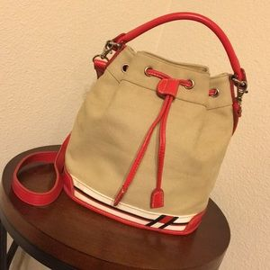 Tommy Hilfiger Bucket Bag