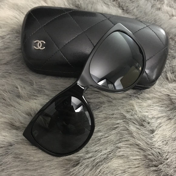 89ea17c4a5 CHANEL Accessories - Chanel 5182 CC Logo Wayfarer Sunglasses - Black
