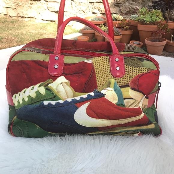 f69c8d62eb Vintage Nike Duffel Bag. M 5a0e5b3abf6df503c7017f64