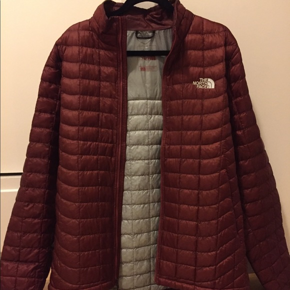 2f1fb6583c3a North Face Puffer Jacket (Brown Burgundy). M 5a0e5b79c6c7954d9f017d8b