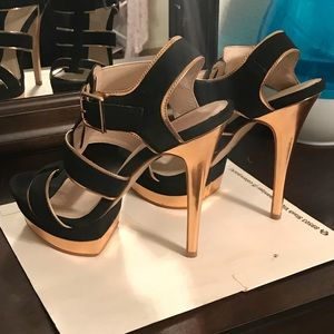 Beautiful gold and black heels ✨✨