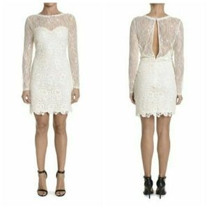 Romeo + Juliet Couture Long Sleeve Lace Dress