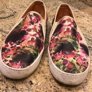 Women's slip on tennis shoes. Size 10