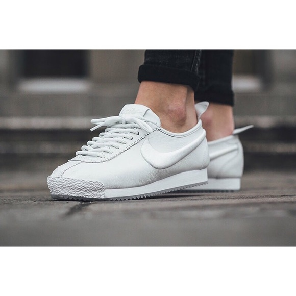 separation shoes 4162b d0550 ... discount code for womens nike cortez 72 si sneakers eb7ac c2105
