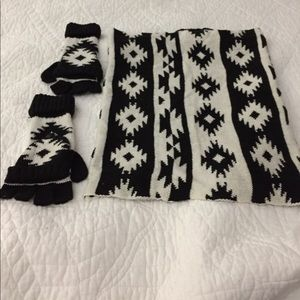 NWOT-PRETTY H&M SCARF AND GLOVES SET