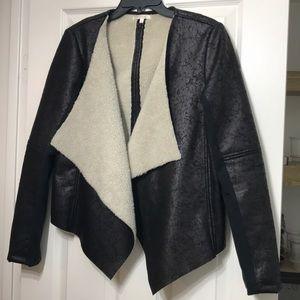 Sherpa lined cracked leather jacket SZ medium