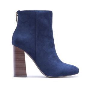 NWT Size 10 Elvia Navy Faux Suede Booties