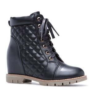 NWT Shoe Dazzle Norlin Quilted Wedge Moto Booties