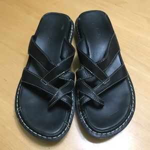 Clark's Black Leather Thong Sandal COMFORTABLE!