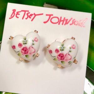 Betsy Johnson perfectly porcelain earrings 🌹💋