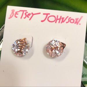 Betsey Johnson Fishbone & crystal earrings 💎