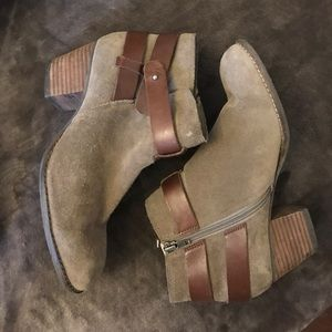 Dolce Vita Taupe/Gray ankle booties