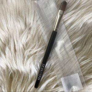 Laura Mercier camouflage concealer brush