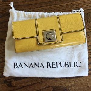 BANANA REPUBLIC CLUTCH!!
