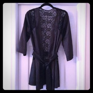 Silky lace back robe 🖤