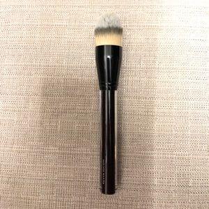 Kevyn auction foundation brush
