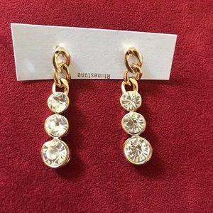 Jewelry - 3 stone drop earrings